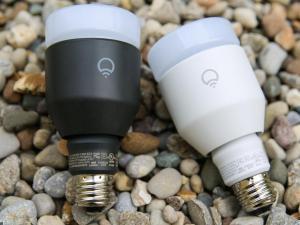 Lampu-LED-Lifx-Multicolor